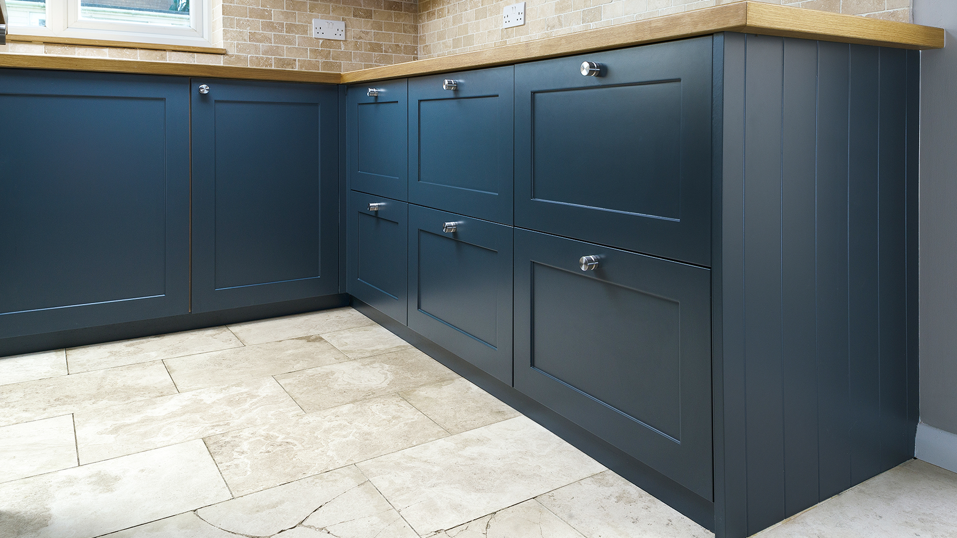 Kitchen Shaker Doors & Bespoke Internal \u0026 External Shaker Door Specialists In Oxfordshire.